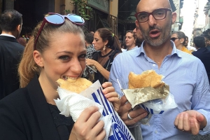 Street food walking tour in Naples